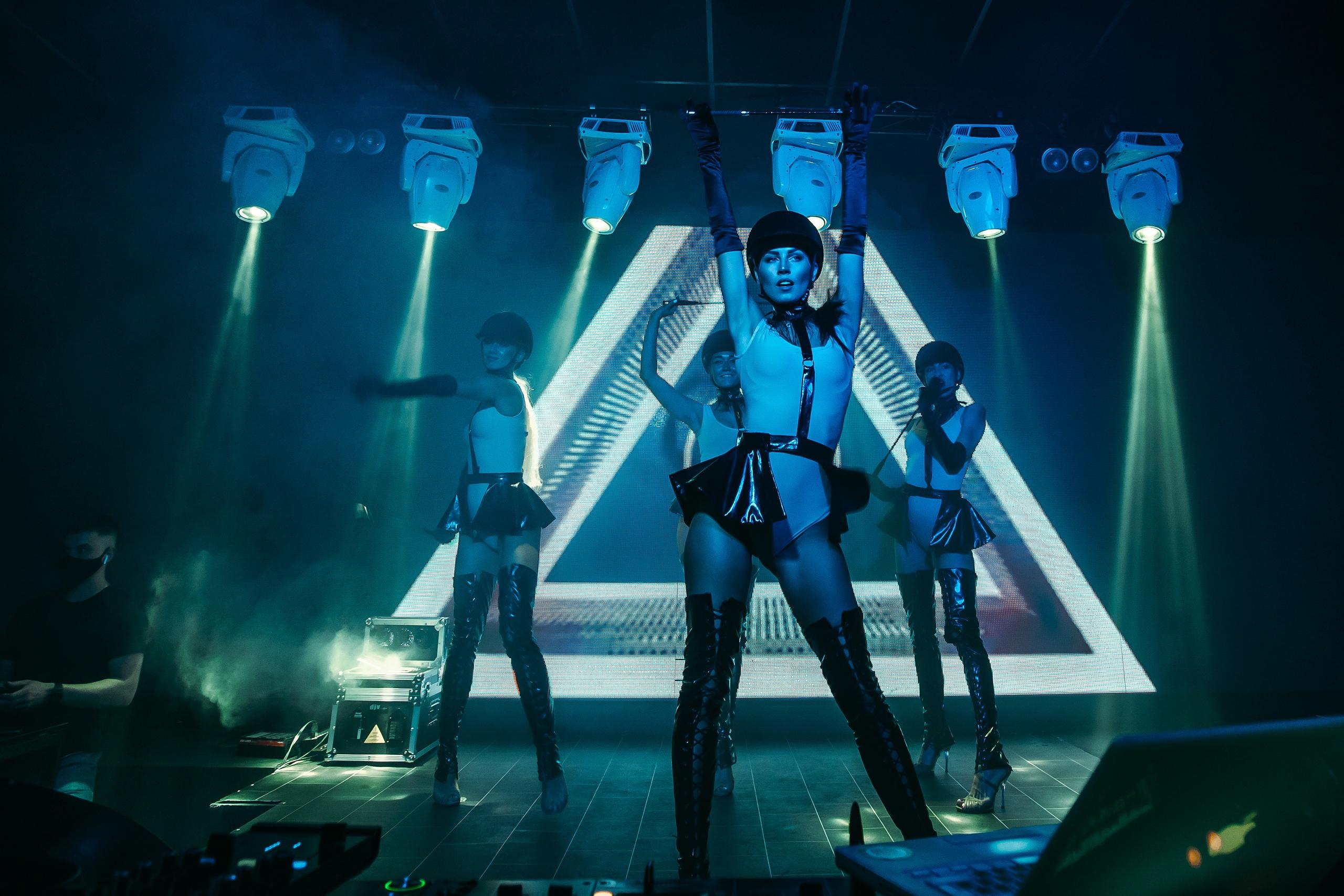 Самый большой ночной клуб петербург москва клубы ночные бесплатный